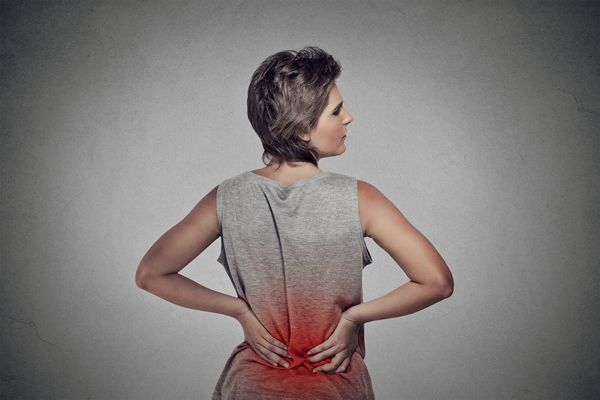 quais os sintomas de hernia de disco na regiao lombar